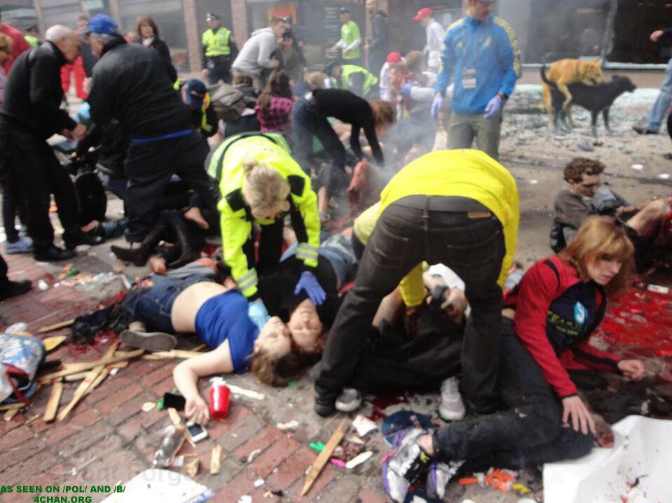 【閲覧注意】パリのテロ現場の写真が流出…これマジでヤバイ奴じゃん ※右上にガチグロ