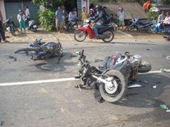 【夏だね】14歳 女子中学生バイク事故⇒意識不明 同乗の男子学生も大ケガ