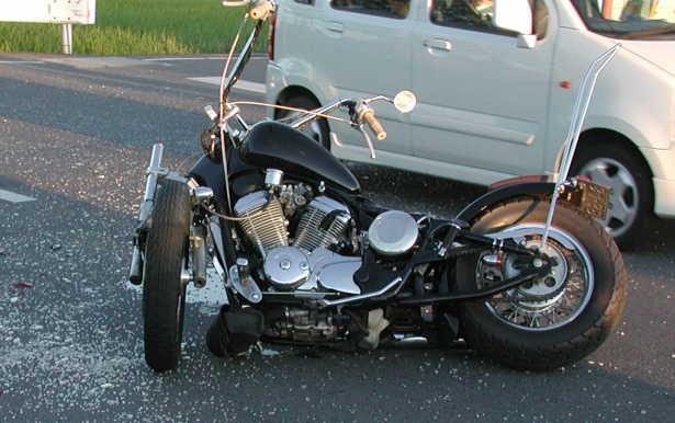 【密室の恋】危険運転致傷容疑の男「後ろ走られ腹立った」 急ブレーキで後方バイクを転倒させる【未必の故意】