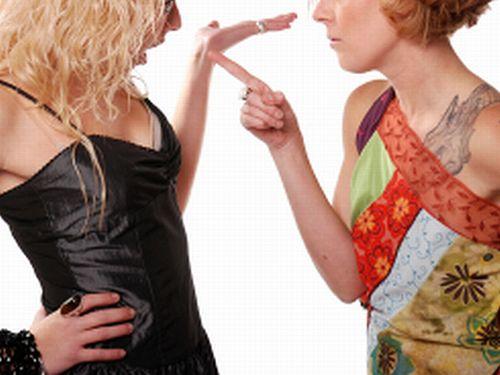 開店時に女同士が顔面を殴打しあうスーパーが関西にはあるらしいwwww