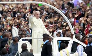 【ヒューッ!】アフリカ歴訪のローマ法王がホンダ車で登場!「私が心配しているのは、蚊だけだ」