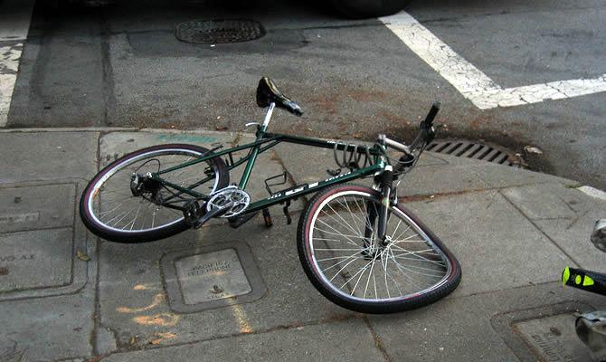 自転車の大学生がトラックに追突され死亡 運転手の不注意の理由がアホすぎて震撼