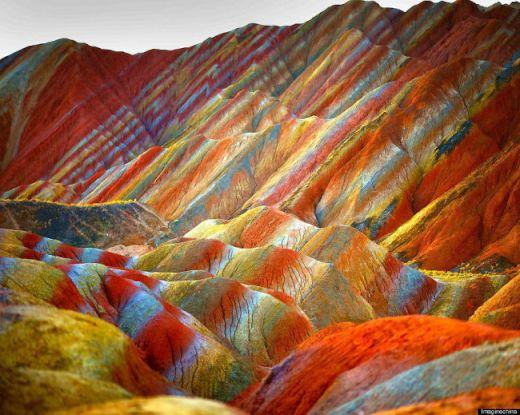 【色彩豊か】中国の湿原が赤すぎると話題に【今度は赤】