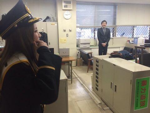 【キチガイ】 携帯で警察署内を撮影し続ける「自称・女(32)」 福岡南署が不退去容疑で現行犯逮捕