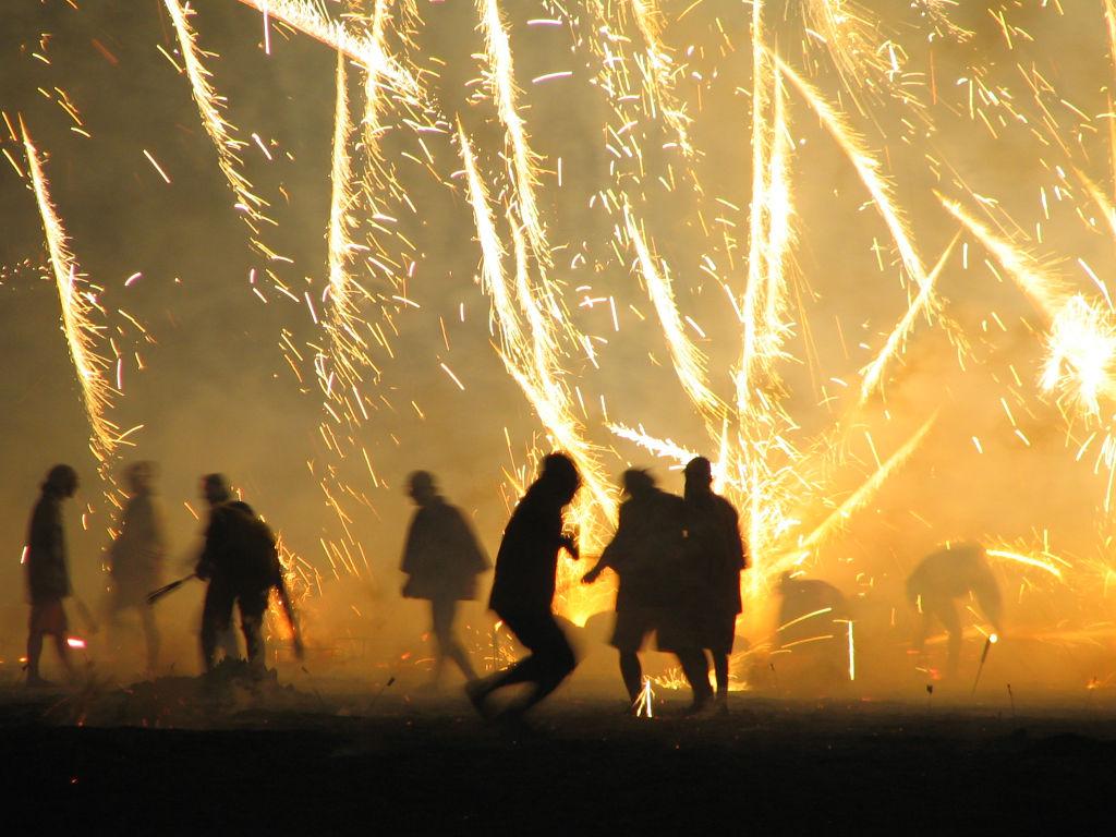 【怖すぎ】打ち上げ花火の破片が飛び散り、目に直撃して左目を切除、失明
