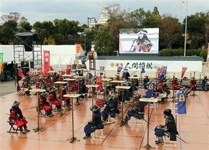 【姫路城】平成の大修理終了を記念し、大天守を背景に「人間将棋」で熱戦!
