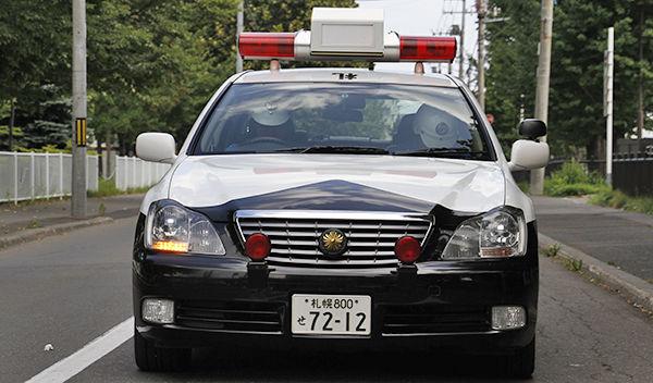 【足りない人】「何をしたのかよく分からない」 職質逃れ?軽自動車でパトカーに突っ込む 東広島市職員を逮捕