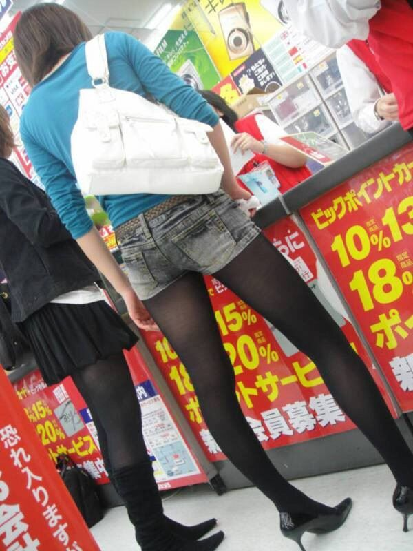 【画像】黒ストの季節がくるゾ【いっぱい】