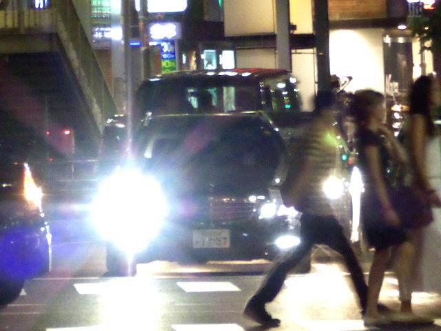 """【兵庫県警】「早めにライトを点灯し、""""ハイビーム""""で走ってください」←対向車のこと考えてる?アホなの?"""