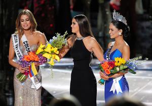 【天国から地獄】ミス・ユニバース、優勝者を間違って発表… 王冠外され泣き出す
