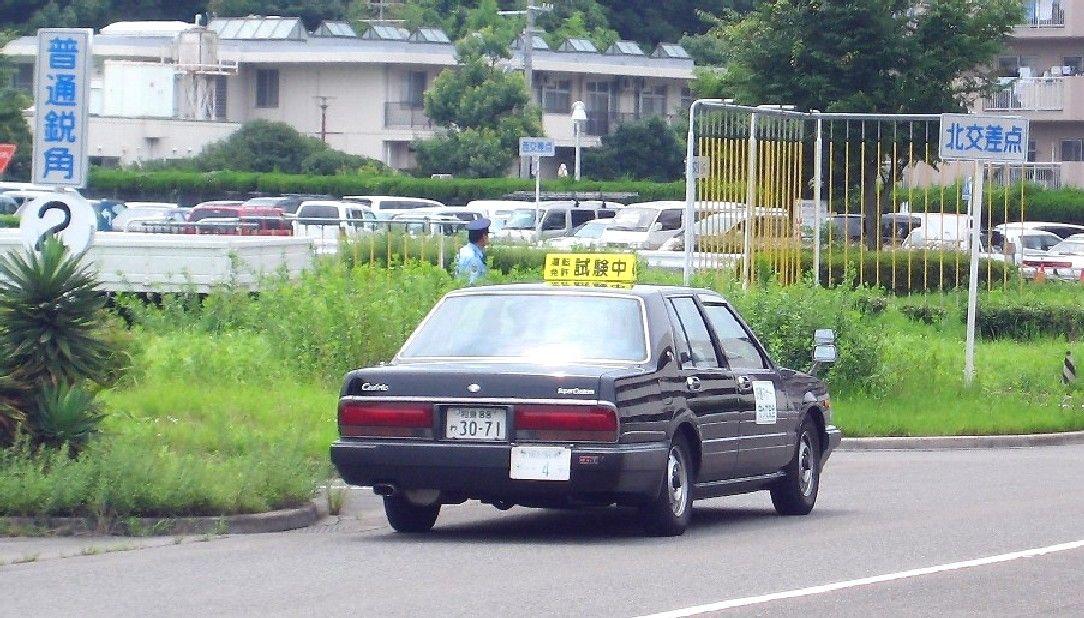 運転免許試験場の一発試験に昨日『4回目』でやっと合格した ネット識者「公道出てくんなよ…」