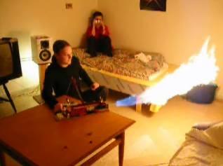 火炎放射器付きドローンで七面鳥を調理、米コネティカット州の男(※動画あり)