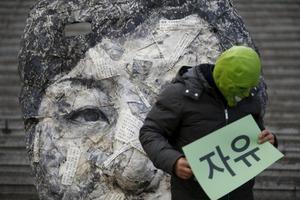 パク・クネ大統領に抗議するデモ活動の様子がヤバすぎる