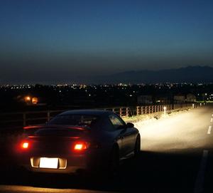 車買ったから初めて深夜ドライブしたんだがトラックまみれで泣きそうになったwwwwwwww