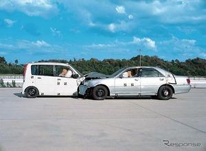 【女の運転】 軽自動車が衝突、ひざ上にいた4歳児死亡 乗車人数が定員を超えていた可能性アリ