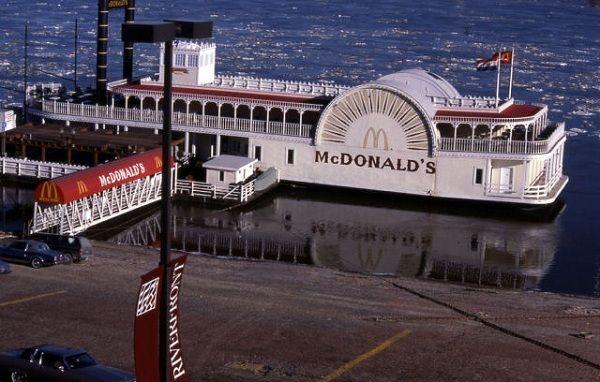 【フェイク】マクドナルドかと思ったら銀行かと思ったらマクドナルドだった。