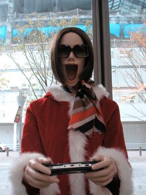 【中国】カードゲームで興奮しすぎた女性、顎が外れ鉄道を停める