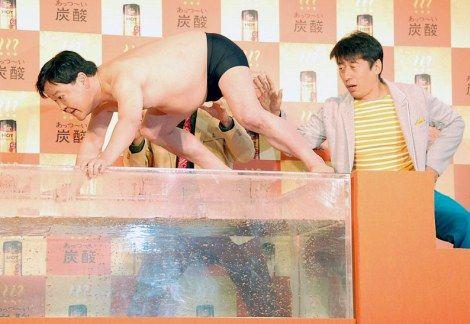 【中国】店の悪い評価をネットに投稿した客が、その店の店員に熱湯をぶっかけられる