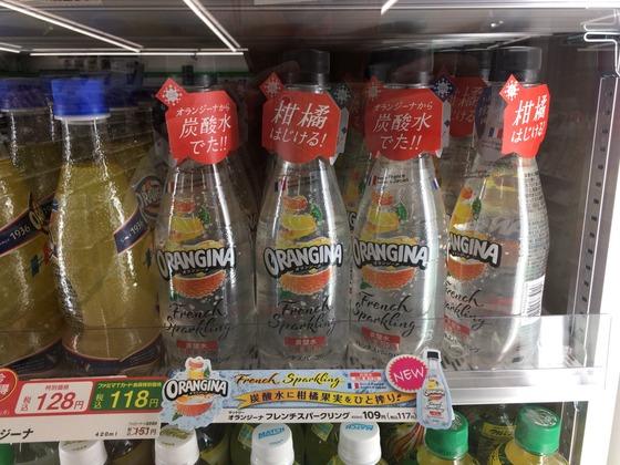 オランジーナ炭酸水-陳列中