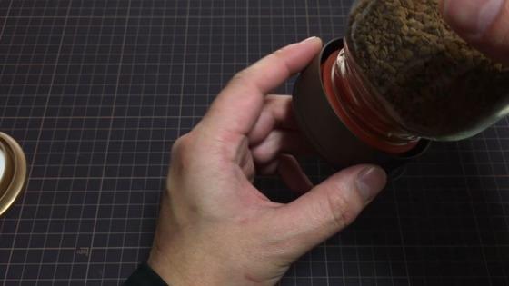 ダイソー:インスタントコーヒーキャップ (ひっくり返す)