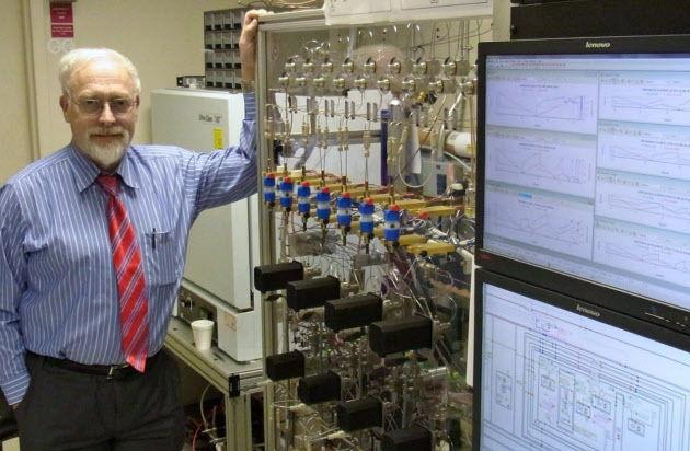「リチウム空気電池」の開発に取り組むIBMアルマデン研究所のウィルケ博士(米カリフォルニア州)