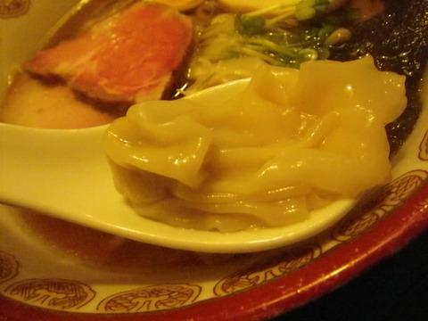 神楽(金沢)・神楽そば 肉わんたんアップ