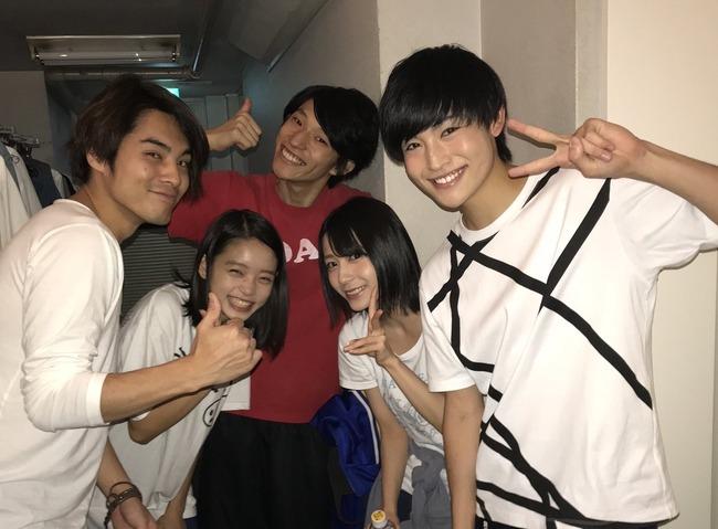 【AKB48】ゆかるん、舞台共演者との写真が嬉しそう!!!【ハピネス】