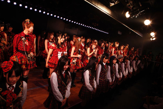 img20111208akb48theater6th2