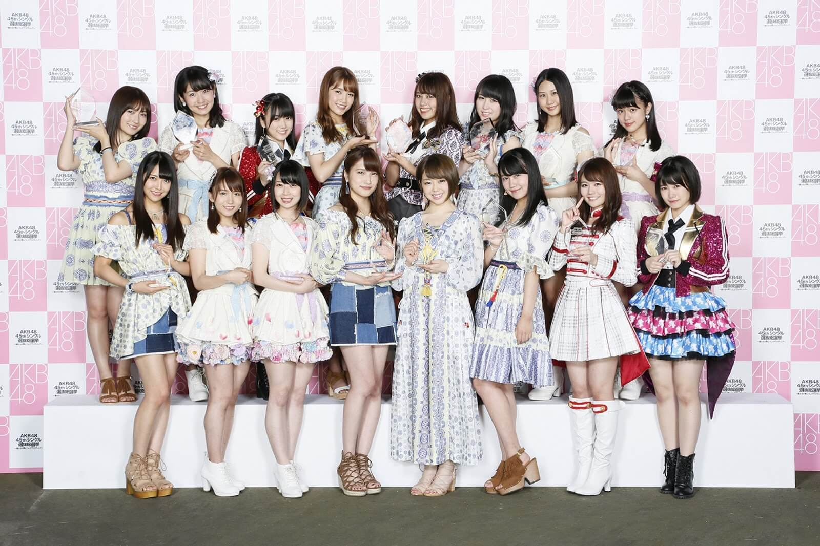 akb48 theoretical base Oogoe diamond by akb48 here is a part of a tv show which features a handshake event with their fans.
