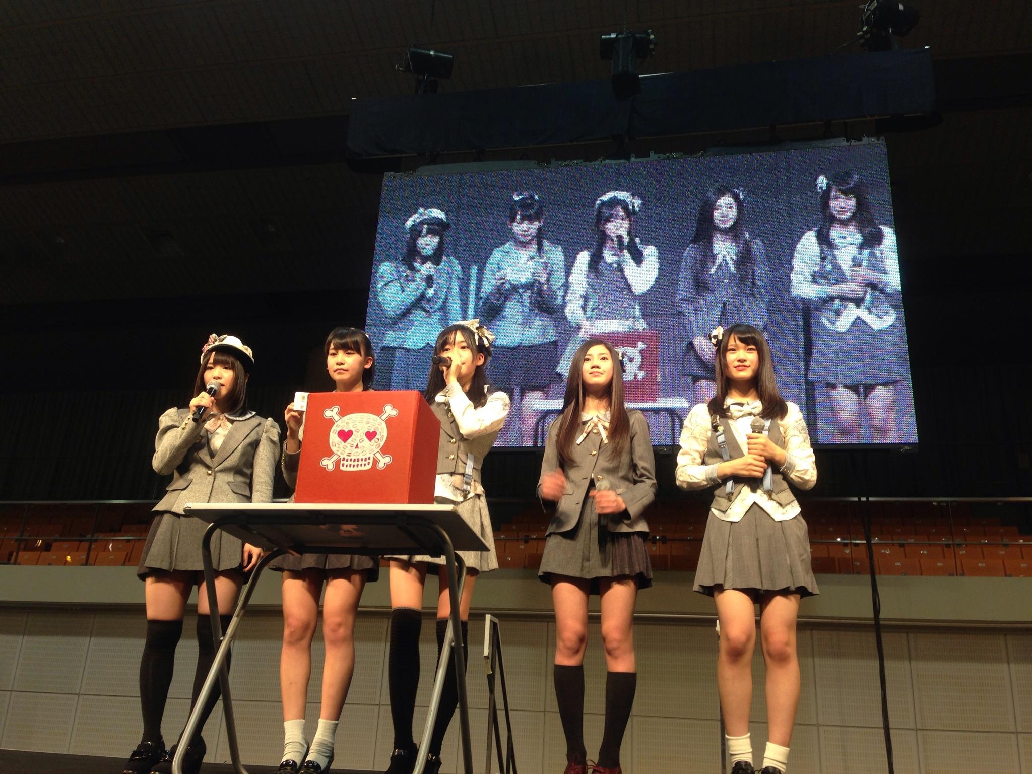 これが将来を担う研究生達ですAKB48小嶋真子、SKE48松村香織、北川綾巴、NMB48渋谷凪咲、HKT48田島芽瑠