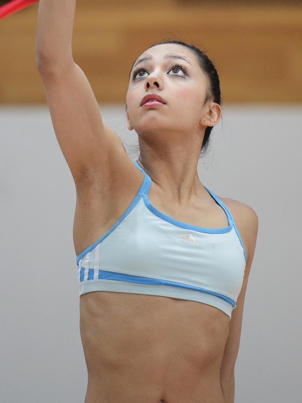 AKB48タイムズ(AKB48まとめ) : 新体操日本代表、サイード横田仁奈(18)の顔は濃い【妹はAKB48サイード横田絵玲奈】 - livedoor Blog(ブログ)