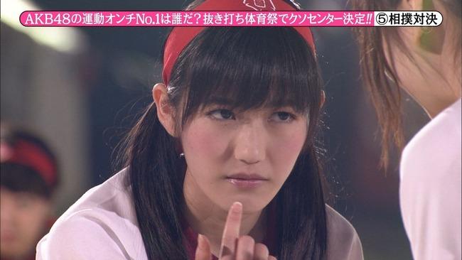 めちゃイケの体育祭での真剣な表情の渡辺麻友の画像