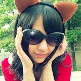 『AKB48篠崎彩奈のグラサンに男がウツッテル━━ヽ(●∀● )ノ━━!!』