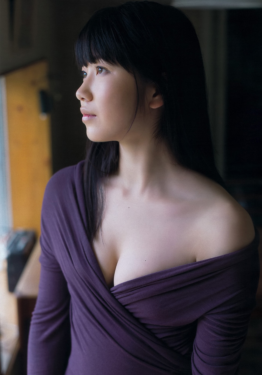 横山由依さんの胸