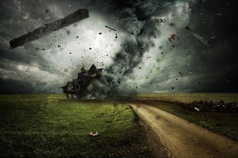 cyclone-2100663_640