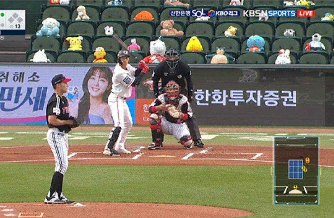【仰天】韓国野球さん「無観客だと殺風景やなぁ……せや!」→ (画像あり)