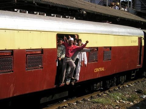 【仰天】インドネシアさん「電車タダで乗る輩を排除したい・・・せや!」→(画像あり)