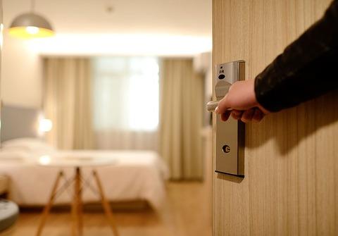【仰天】Twitter民「1100円のホテル泊まった。後悔しかない」→ 写真がこちら…(画像あり)