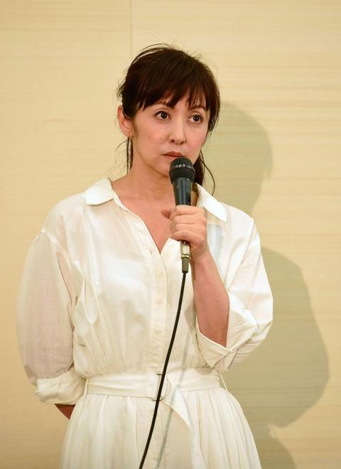 斉藤由貴(50)-医師とダブル不倫【文春砲】