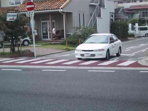 【警告】信号ない横断歩道で止まらない車カスの末路wwwwwww