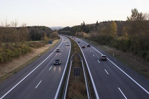 highway-2909336_640