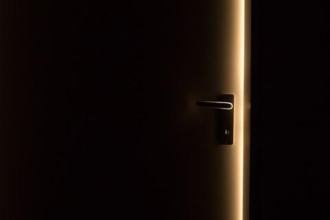dark-1852985_640