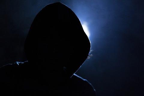 hacker-1725256_640