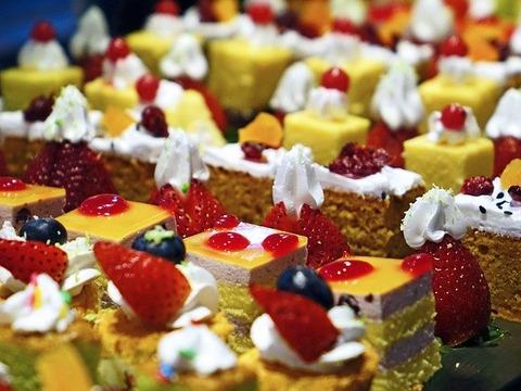 cakes-489849_640