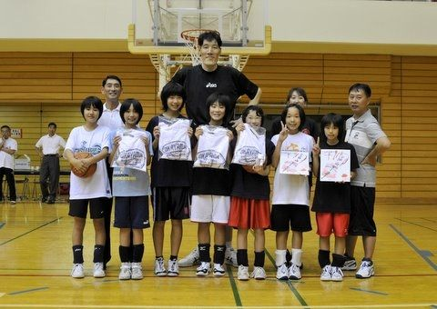 okayama0910 【岡山恭崇】身長230cm元バスケットボール選手、現在の姿が駅で目撃され