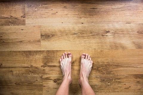 barefoot-2617757_640