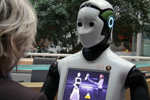 銀行がヒト型ロボット「CHIP」でAI