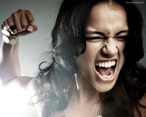 女性 怒る3-1024x819