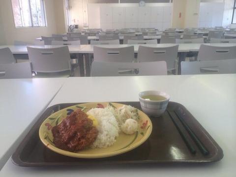 【愕然】俺氏25歳社会人、大学の学食で昼飯食ってたらリア充に絡まれる「おいお前、ぼっち飯してんの?w」→ 結果・・・の画像