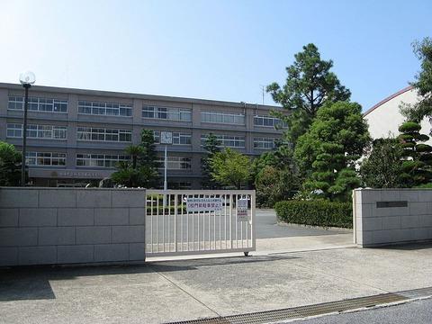 800px-Kakogawa-higashi_highschool